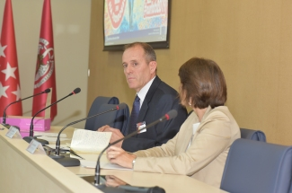 José Luis Sáez (Ministry of Agriculture, Food and Environment) with Lucía de Juan (VISAVET Director)