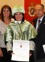 Beatriz Martinez Romero receives the Ovejero Laboratories Award, for the best doctoral thesis in microbiology and immunology